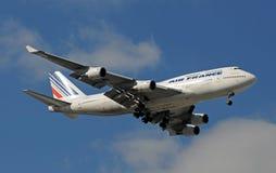 landning för Air France stråljumbo Arkivfoton