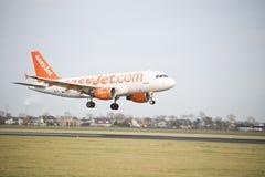 Landning för Easyjet flygbuss A319 Royaltyfri Fotografi