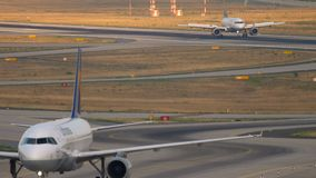 Landning för Lufthansa flygbuss 320 lager videofilmer