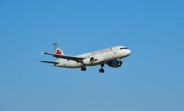 Landning för nivå för Air Canada C-GKOD flygbuss A320-213 Fotografering för Bildbyråer