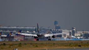 Landning för Royal Jordanian flygbuss 320 lager videofilmer
