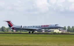 Landning för stråle för Air France flygturembraer 145 passagerare Fotografering för Bildbyråer