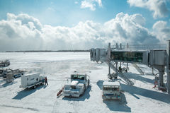 Landningsbana av den Hakodate flygplatsen i vinter på Februari 10 2015 Royaltyfri Bild