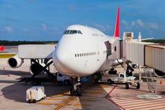 Landningsbana i den Cancun flygplatsen Arkivbilder