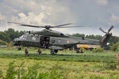 Landningsoldater för helikopter NH-90 Fotografering för Bildbyråer