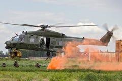 Landningsoldater för helikopter NH-90 royaltyfri foto