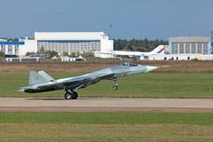 LandningSukhoi PAK FA T-50 Royaltyfria Bilder