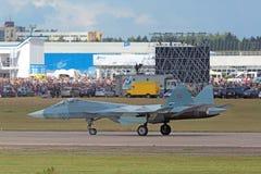 LandningSukhoi PAK FA T-50 Arkivbild
