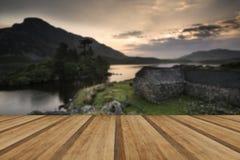 Landsca bonito impressionante das reflexões do nascer do sol da montanha e do lago Imagens de Stock