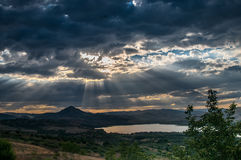 Landscape湖和重的云彩 免版税库存图片
