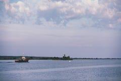 Landscape湖 水纹理 湖在黎明 嘴 库存照片