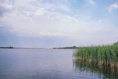 Landscape湖 水纹理 湖在黎明 嘴 免版税库存图片