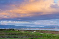 Free Landscape At Sunset In Shoreline Lake Park, Mountain View, Silicon Valley, San Francisco Bay, California Royalty Free Stock Photos - 135810918