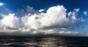 Landscape with beautiful clouds over the ocean Royalty Free Stock Photos