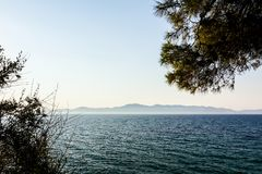 Far away Islands as silhouette across seashore Royalty Free Stock Photography