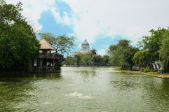 Landscape of a pond with Ananta Samakhom Throne Hall Royalty Free Stock Photos