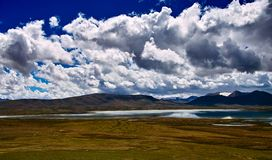 The landscape of Tanggula mountains Royalty Free Stock Photography