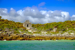 Landscape view of Mayan ruins at the beach of Tulum Stock Photo