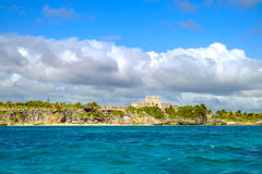 Landscape view of Mayan ruins at the coast of Tulum Stock Photography