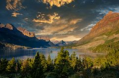 Free Landscape View Of Lake And Mountain Range In Glacier NP, Montana, US Royalty Free Stock Images - 166325469