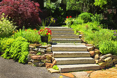 landscaping естественный камень стоковая фотография rf