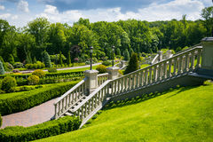 landscaping сада путь сада Красивейшая задняя часть Стоковая Фотография RF