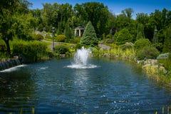 landscaping сада путь сада Красивейшая задняя часть Стоковое Изображение
