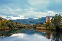 Landschaft über dem Fluss in Tivoli Lizenzfreie Stockfotografie