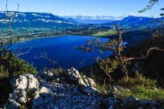 Landschaft über dem See Stockbild
