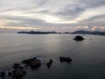 Landschaft in Acapulco-Hauptbucht an der Dämmerung stockfoto