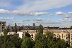 landschaft Ansicht einer modernen Stadt in der Sommerzeit eines sonnigen Tages und des blauen Himmels mit Wolken Stockfoto