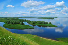 Landschaft auf dem Fluss Volga lizenzfreies stockbild