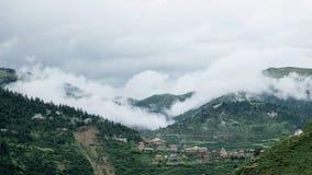 Landschaft auf der Sichuan-Landstraße in China Stockbild