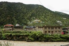 Landschaft auf der Sichuan-Landstraße in China Stockbilder