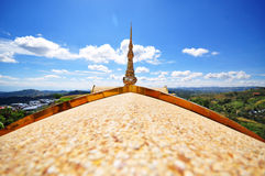 Landschaft auf Tempeldach lizenzfreie stockbilder