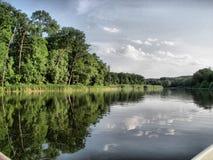 landschaft Bäume und Fluss Stockfotos