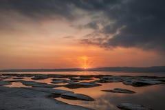 Landschaft bei Sonnenuntergang auf den natürlichen Pools stockfoto
