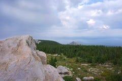 Landschaft, Berge, Himmel, Wald, Steine Stockfoto