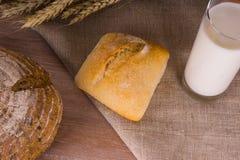 Landschaft - Brot mit Milch Lizenzfreie Stockbilder