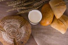 Landschaft - Brot mit Milch Stockfotografie