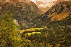 Landschaft in den Schweizer Alpen Lizenzfreie Stockfotos