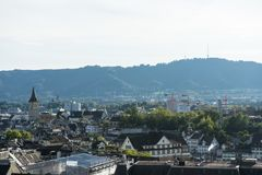 Landschaft der alten Stadt von Zürich, die Schweiz vom Hochschulhügel im Sommer Stockbild