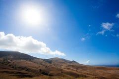 Landschaft der Berge und des Sommerhimmels Stockbilder