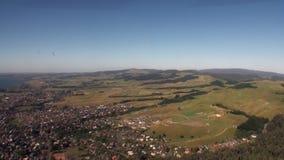 Landschaft der Bergpanorama- und Geländeansicht vom Hubschrauber in Neuseeland stock footage
