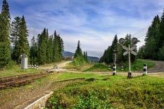 Landschaft der Eisenbahn an einem Sommertag Lizenzfreies Stockbild