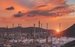 Landschaft der Erdölraffinerieindustrie lizenzfreie stockfotografie