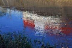 Landschaft der Flussreflexion Stockfotos