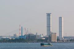 Landschaft der Industrie am Hafen Lizenzfreie Stockfotos