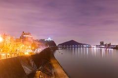 Landschaft der inuyama Stadtansicht mit kiso Fluss in der Nacht Lizenzfreie Stockfotografie