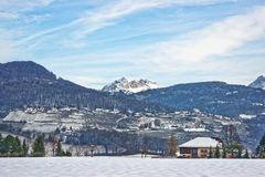 Landschaft der Landschaft in der Schweiz im verschneiten Winter Lizenzfreie Stockfotos
